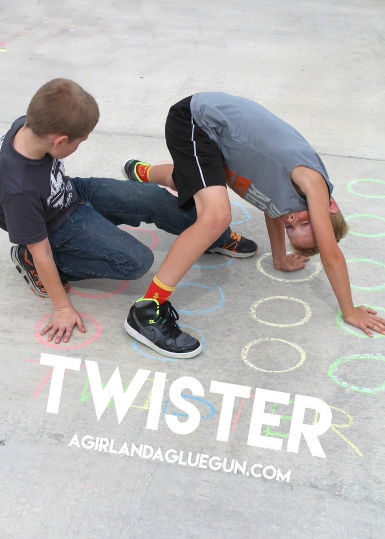 fun-game-of-twister-with-sidewalk-chalk-768x1075