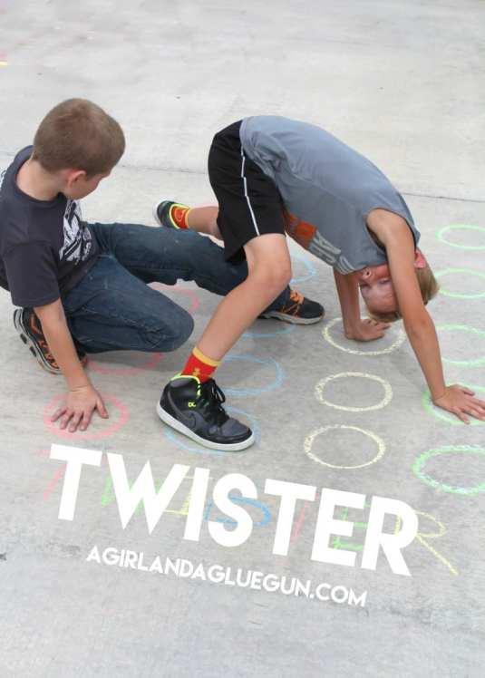fun-game-of-twister-with-sidewalk-chalk-768x1075